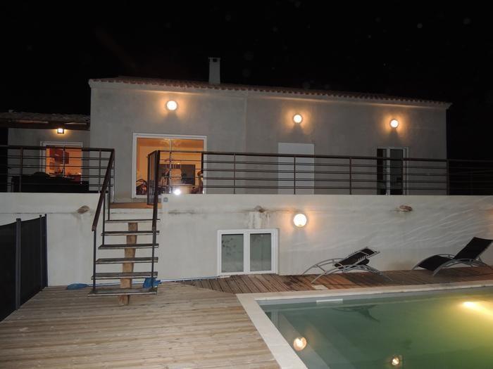 vue de nuit depuis piscine