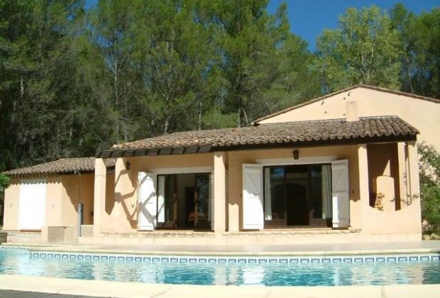 Le Tilleul is a beautiful holidayhouse situated at Salernes (Provence-Alpes- Côte d'Azur)...