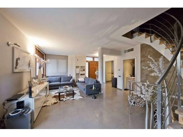 Vente Appartement 6 pièces 216m² Seregno