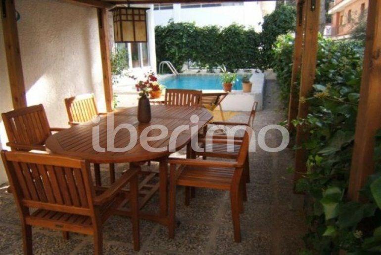 IB-2941 - Villa de 180 m² située dans le centre-ville de Rosas.