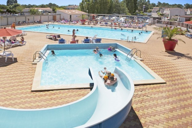 CAMPING JARD 4* - MH 2 CH 6 PERS (5adultes + 1 enfant -14a)