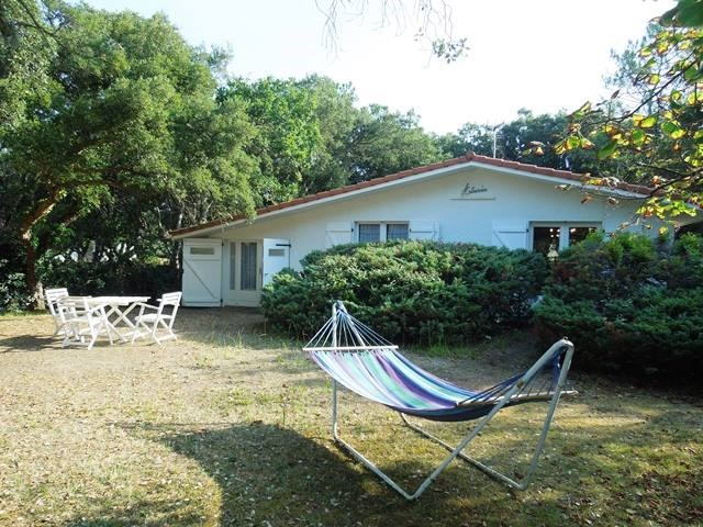 Seignosse - Villa built in the 60's, ideal location, fenced garden, sheltered terrace