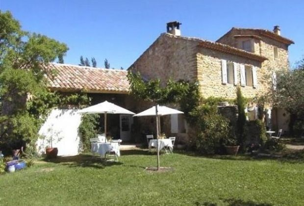 """Welcome to the """"La Maison Riz Macarons"""". Wake up in Beaumes de Venise amidst the vineyards in the heart of the Provence."""