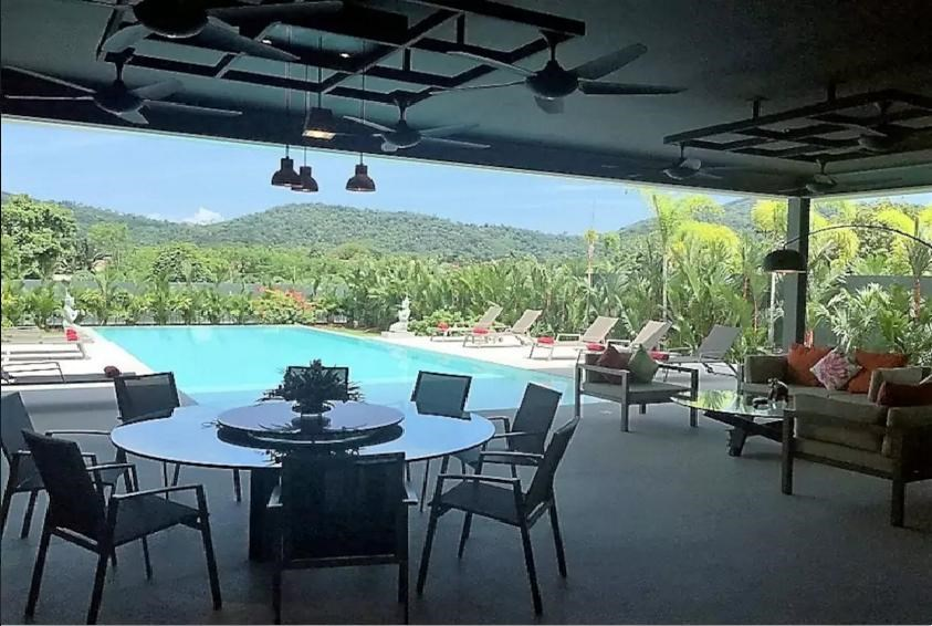 MAYACOL, Modern Private Pool Villa 5 BDR