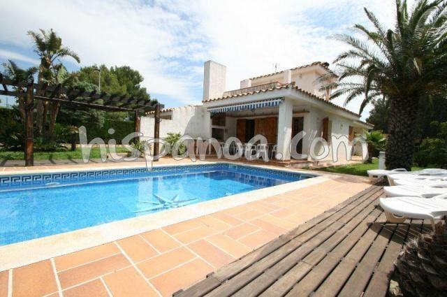 Location villa sur la Costa Dorada avec piscine en bord de mer |rust