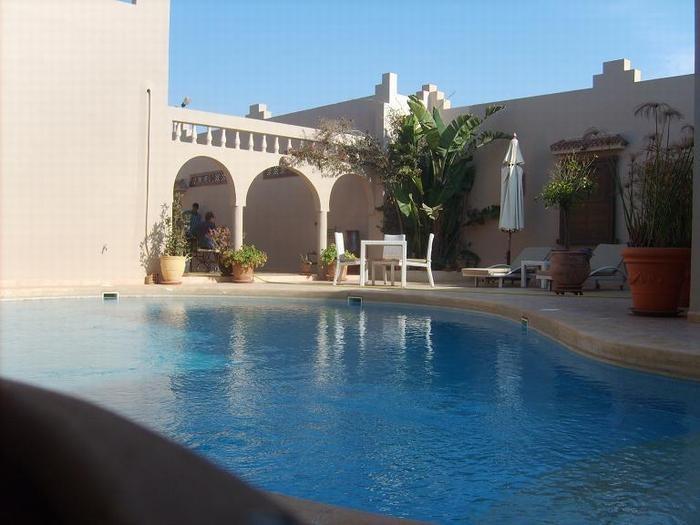 piscine et cour intérieur