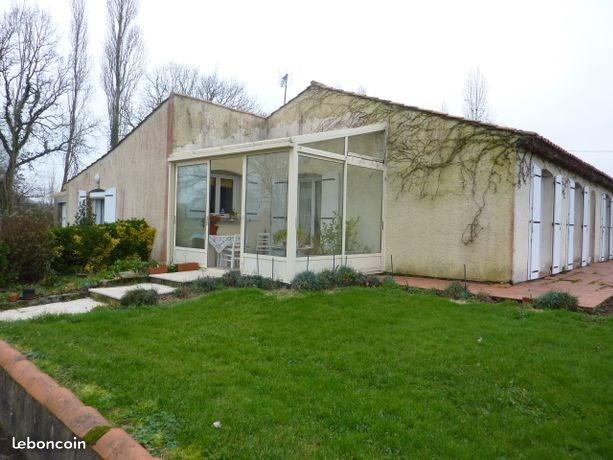 Maison tout confort à partir de 250 € la semaine.
