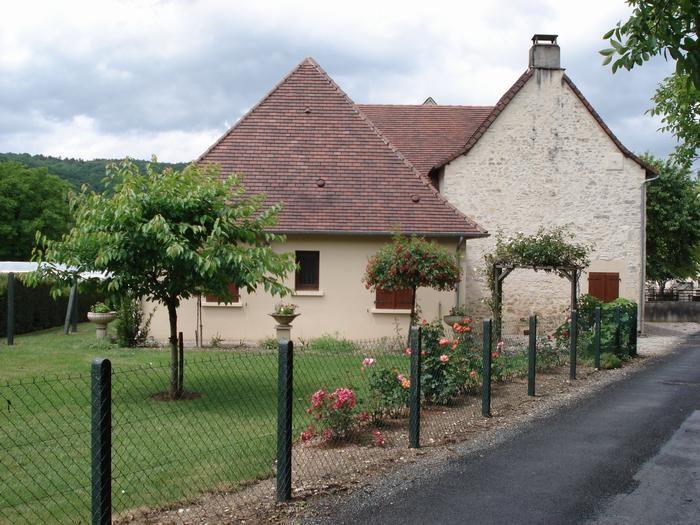 maison de campagne dans petit village  ancien