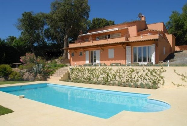 Anakena is a lovely villa with private pool located in the Gulf of Saint-Tropez. She offers a magnificent sea view.