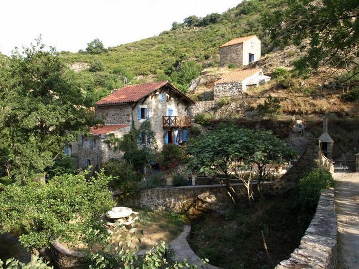 moulin de Trédos et bergerie en haut à droite, photo du site