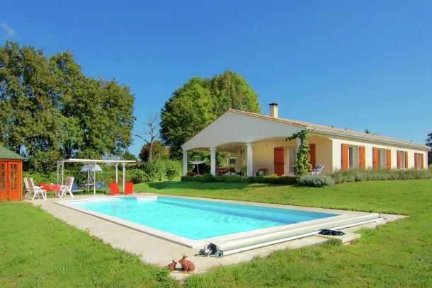 Location vacances Montbron -  Maison - 6 personnes - Barbecue - Photo N° 1