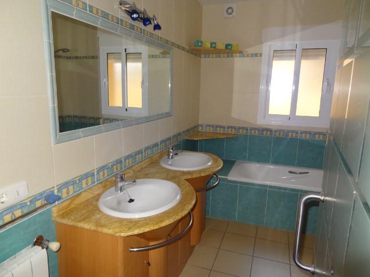 Villa confortable (airco, wifi) avec piscine et jardin 12pax