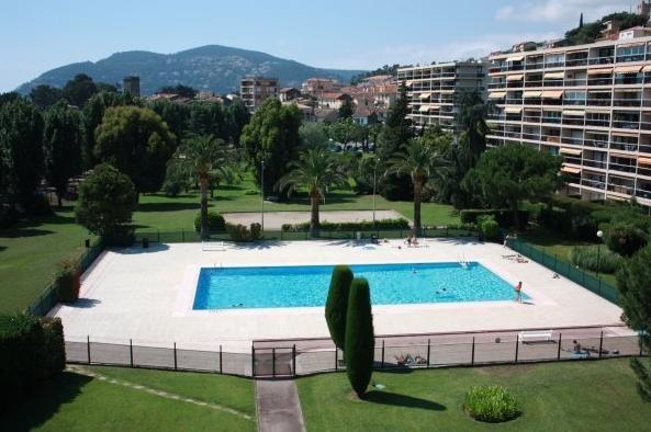 Location vacances Mandelieu-la-Napoule -  Appartement - 4 personnes - Jardin - Photo N° 1