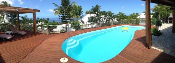 large terrasse et piscine vue sur mer