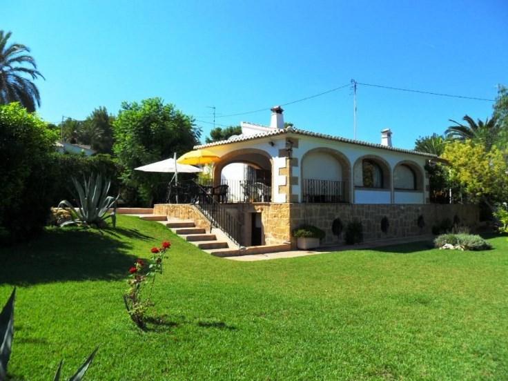 Villa max 10 pers, 5 ch, pisc, airco, jardin, plage a 1.800m