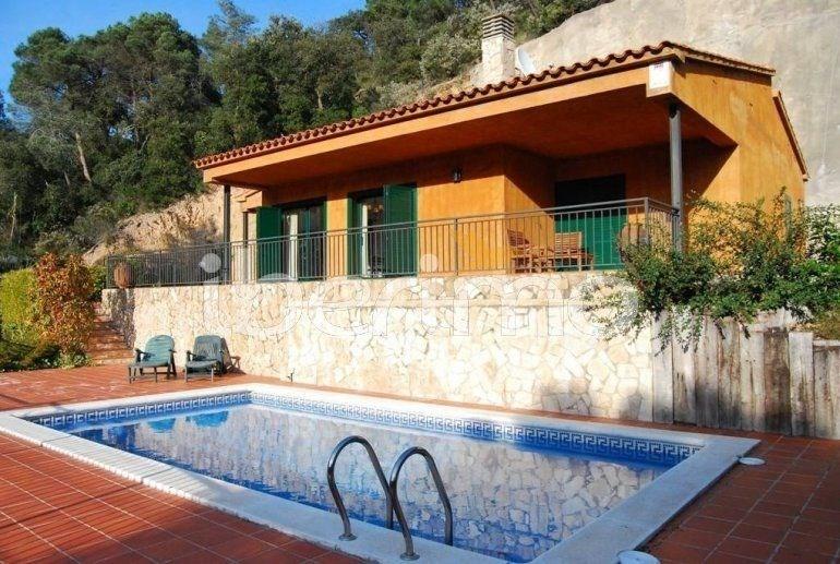 IB-1373 - Villa de 110 m² située dans un lotissement de Lloret del Mar.
