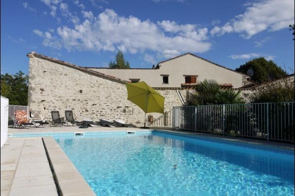 Les Oliviers, gîte indépendant, à la campagne, 4 chambres, piscine privée, proximité Lot et Dordogne