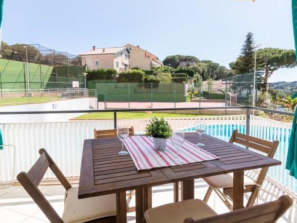 Modern flat, pool tennis area, 5 mins to the sea