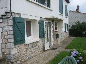 Appartement rénové (accès wifi), de plain pied dans la maison de la propriétaire aux portes du Parc Régional du Haut ...