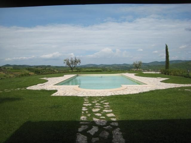 Vocabolo Rondo est une très belle ferme à Parrano (Ombrie), profitant d'une situation panoramique. C'est un endroit i...