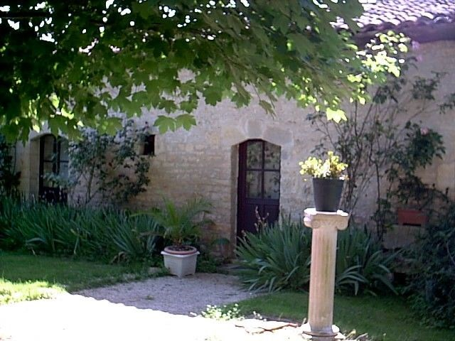 Holiday rentals Champagné-le-Sec - Cottage - 6 persons - BBQ - Photo N° 1