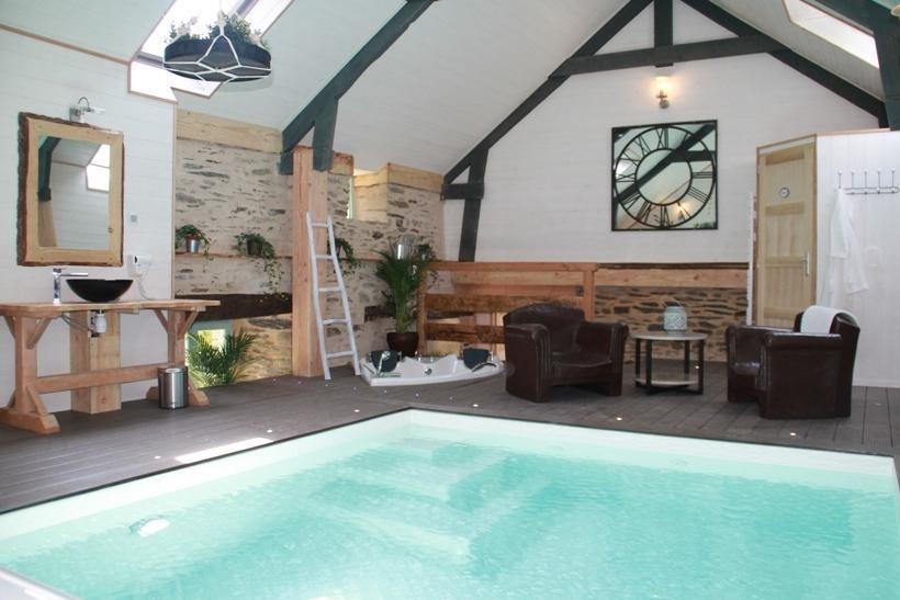 pour 2 pers. avec piscine privée, Châteauneuf-du-Faou
