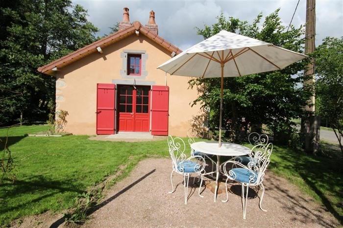 Au sein d'une propriété (moulin), venez séjourner dans un gîte tout confort bénéficiant d'un jard...