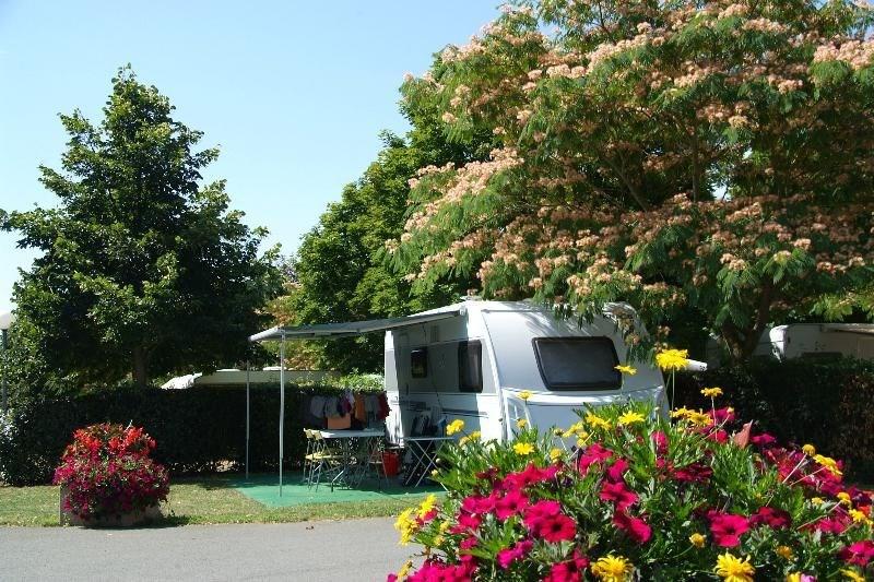 Camping le Futuriste, 103 emplacements, 16 locatifs