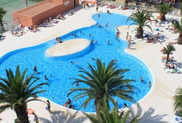 Au pied des Pyrénées, à 500m d'une plage de sable fin, village Del Mar vous accueille dans son cadre privilégié de 5,...