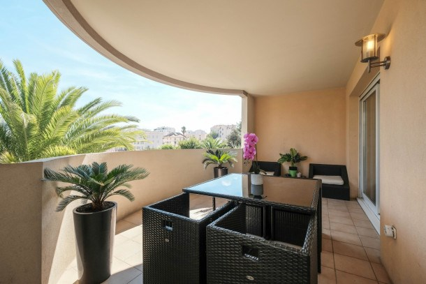Amazing spacious 3 bedrooms with pool in Cannes !!
