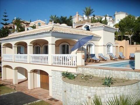 La Medina est une ravissante maison de vacances située dans un quartier résidentiel de Marbella, Mijas Costa (Costa d...