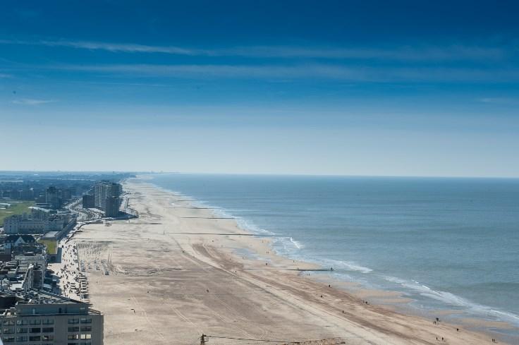 Ruim, vernieuwd appartement met panoramisch zeezicht!