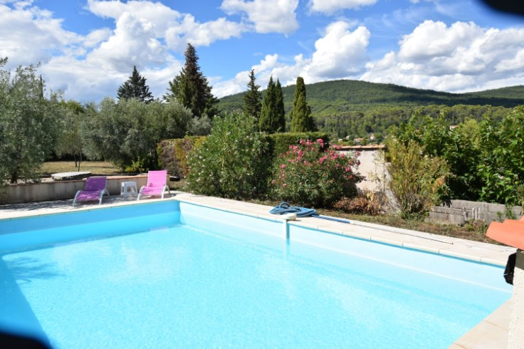Villa au cœur d'une oliveraie avec belle piscine privée