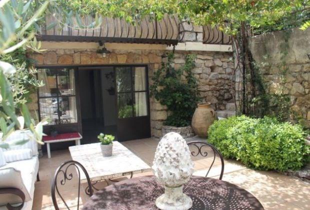 Location vacances Cotignac -  Maison - 2 personnes - Salon de jardin - Photo N° 1