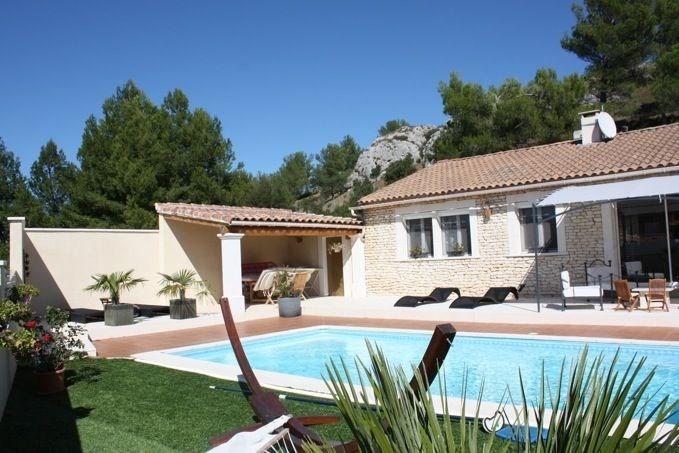 Jullian est une petite maison très agréable et sympathique, avec piscine privée, située dans un quartier résidentiel ...