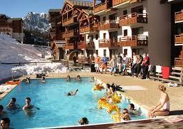 piscine chauffée en hiver réservée à la résidence