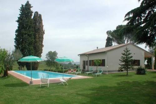 Cette belle maison se situe aux confins naturels entre les provinces de Sienne, Pérouse et Arezzo, d'où s'élèvent des...
