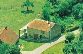Gîte totalement indépendant dans une maison ancienne restaurée ouvrant sur un joli point de vue.