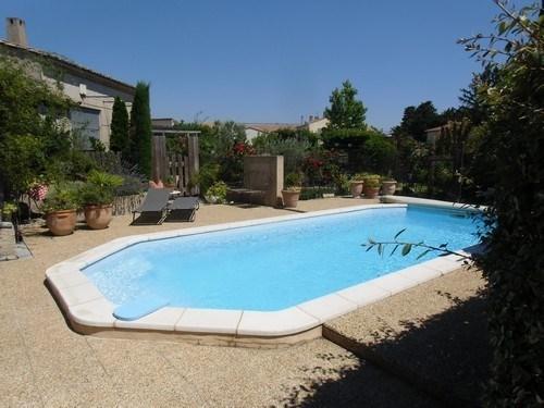 Provence gite 2 personnes avec piscine, dans un village provençal traditionnel entre Saint Rémy d...