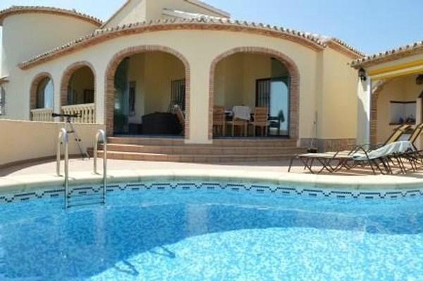 Villa met verw. zwembad en panoramisch zeezicht tegen Calpe