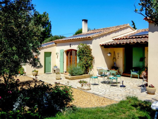 Location vacances Arles -  Maison - 6 personnes - Barbecue - Photo N° 1
