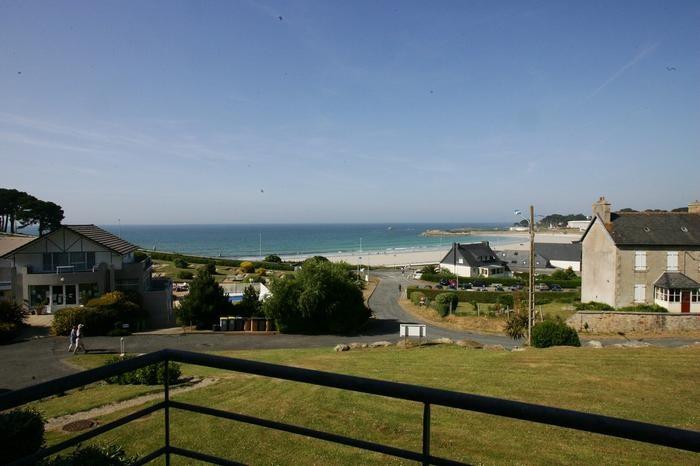 vue du balcon,la plage de sable fin