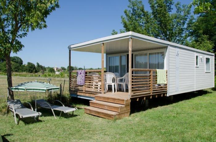 Mobil home 3 chambres 6 personnes PREMIUM avec clim, TV, lave-vaisselle, sèche-cheveux, barbecue et lit en 1m60