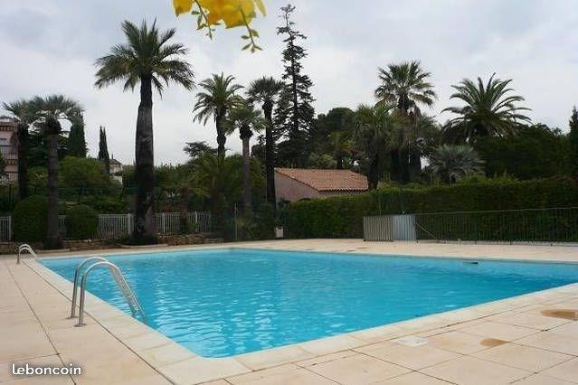Trés belle piscine, avec salle de jeu, ping  pong  baby foot,  accés gratuit