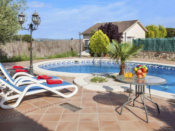 Location vacances Tordera -  Maison - 8 personnes - Barbecue - Photo N° 1