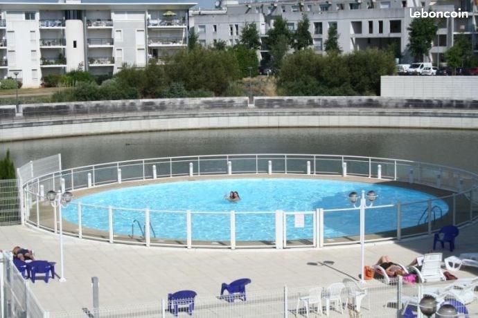 Quartier calme residence avec piscine terrasse 10 m2 avec salon de jardin logement de 23 m2 à 10 mn à pieds de la plage