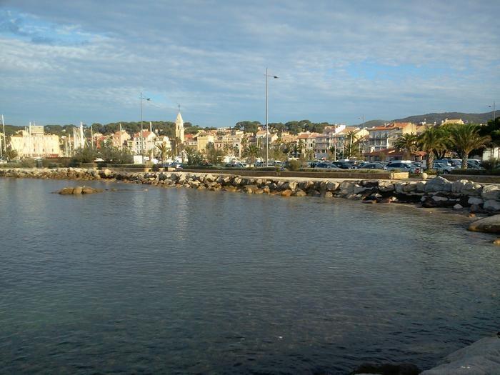 Location vacances Sanary-sur-Mer -  Appartement - 2 personnes - Télévision - Photo N° 1