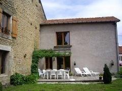 Ancienne ferme au cœur du village, restaurée en suivant les recommandations de Haute Qualité Envi...