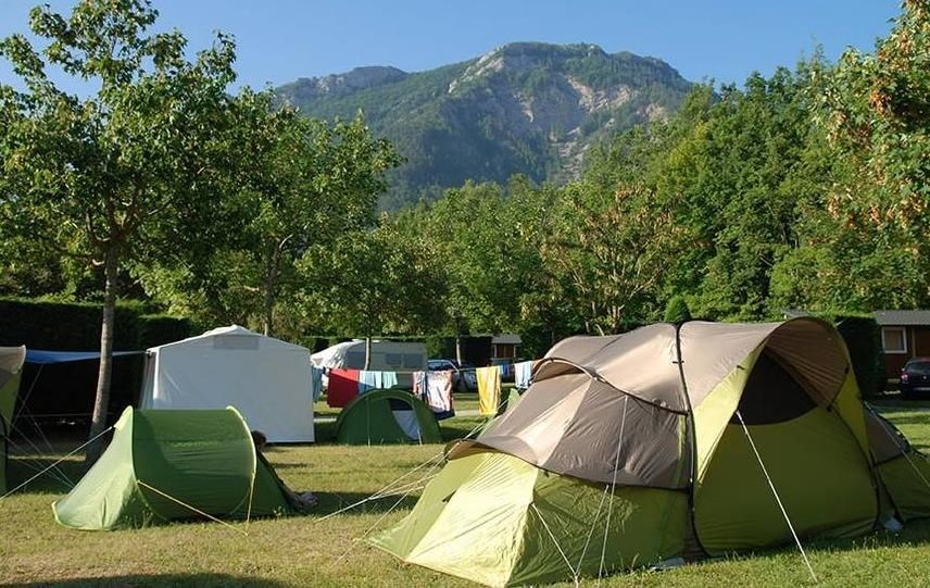 Camping Les Foulons, 115 emplacements, 20 locatifs