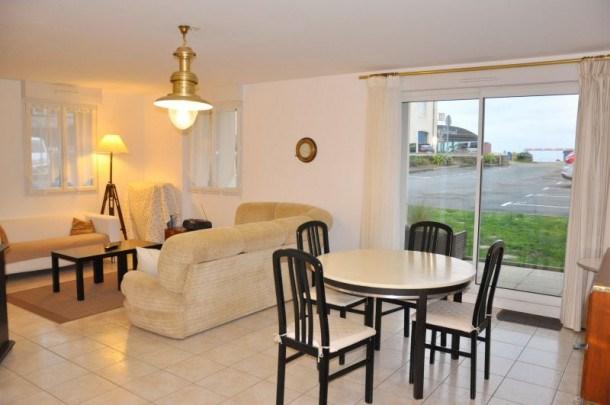 Très bel appartement en rez-de-cahussée état neuf à 50m plage Coz-Pors à Trégastel